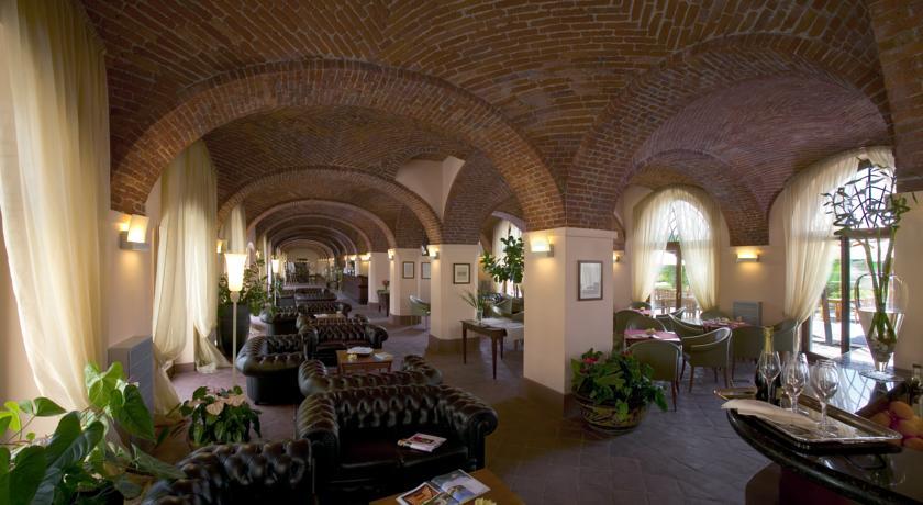 Ampia Hall Hotel immerso nel verde Piemonte