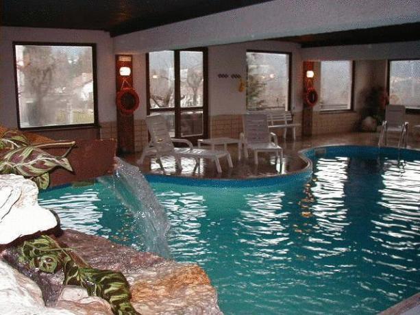 Salottino della suite piscina coperta benessere a for Piani di piscina coperta