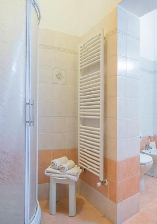 Camere con bagno privato, prezzi bassi, Assisi Stazione