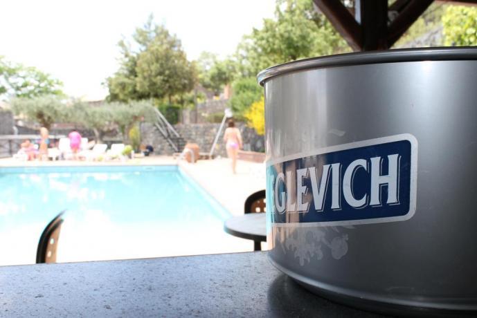 Agriturismo con piscina ad Adrano