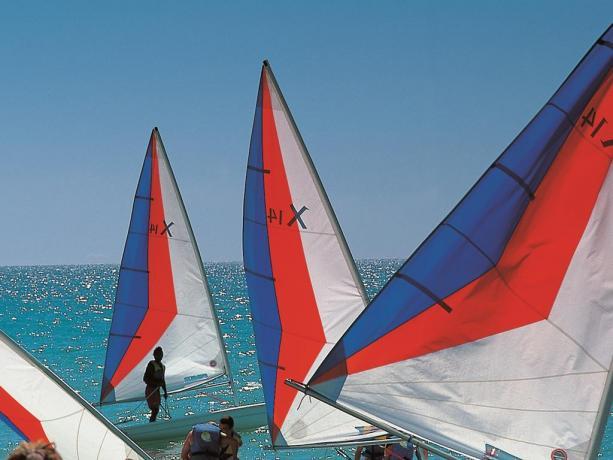 Disponibile in struttura corsi di vela, windsurf