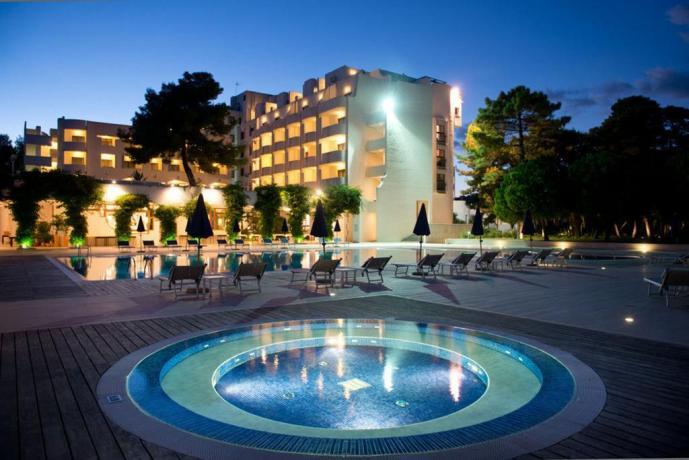 Resort 5 stelle sulla spiaggia di vieste nel gargano con area beauty 2 ristoranti attivit - Piscina assori foggia prezzi ...