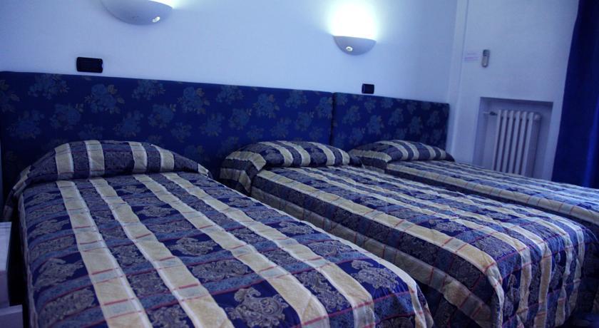 camere doppie sul mare delle Marche