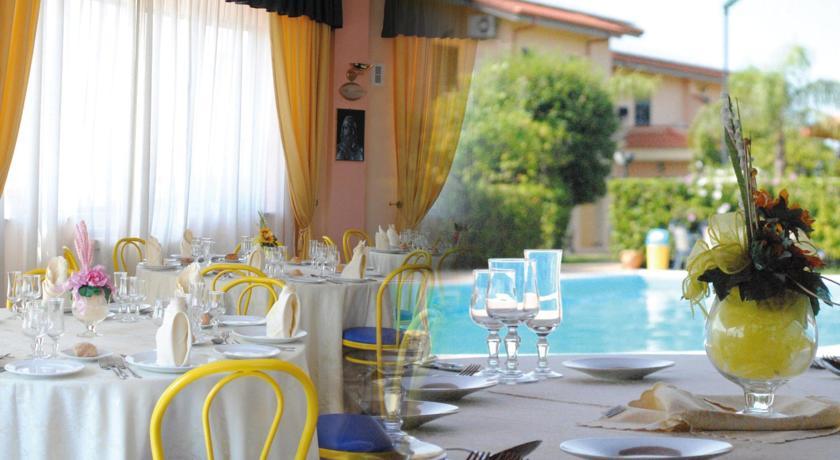 ristorante bordo piscina in calabria