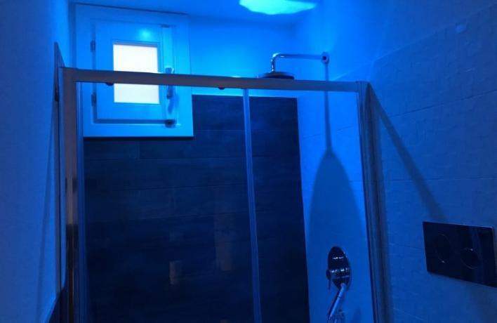 Box doccia con luce led appartamento-vacanze San-Vito-lo-Capo