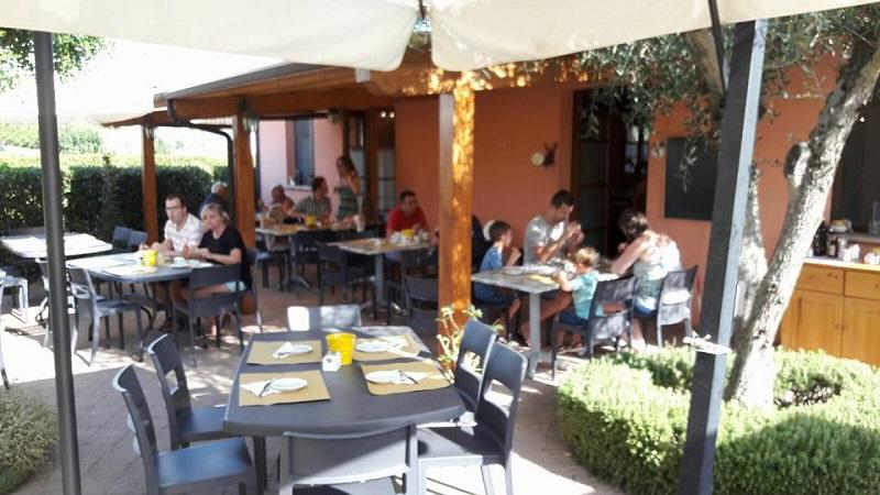 Colazione all'aperto, ristorante, country house Marche