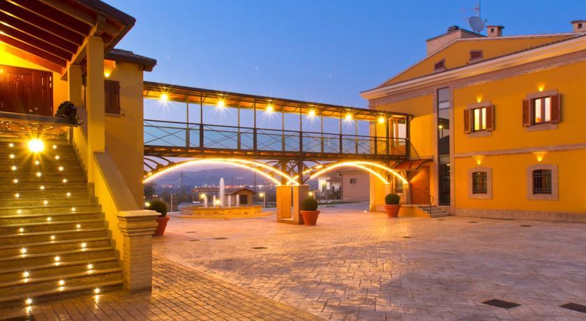 Camere Piscina e Ristorante ad Alba Adriatica