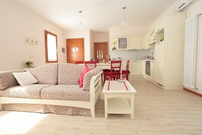 Alloggio al primo piano: elegante soggiorno