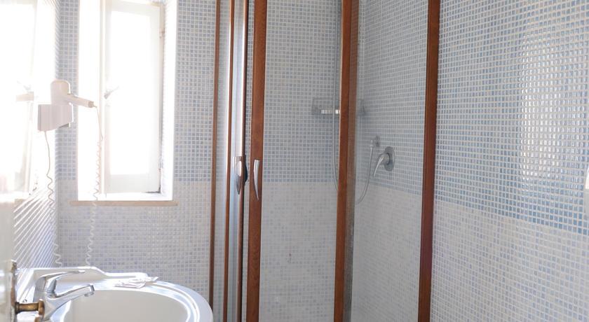 bagno privato in camera ad anzio
