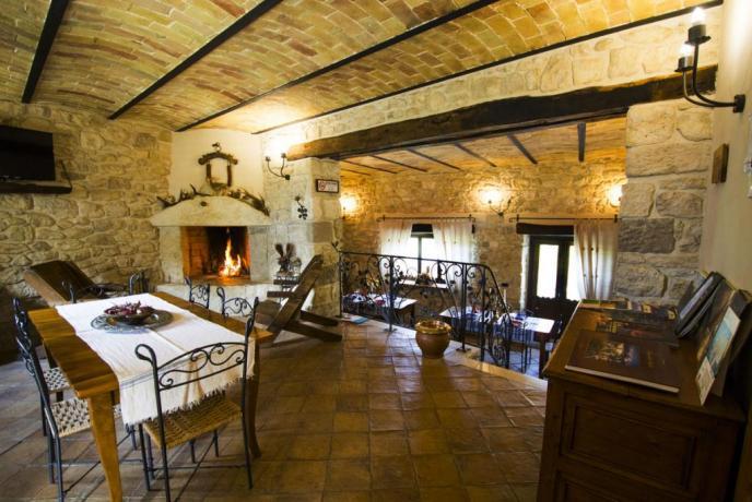 Sala Ristorante con Camino Agriturismo Abbateggio (PE)