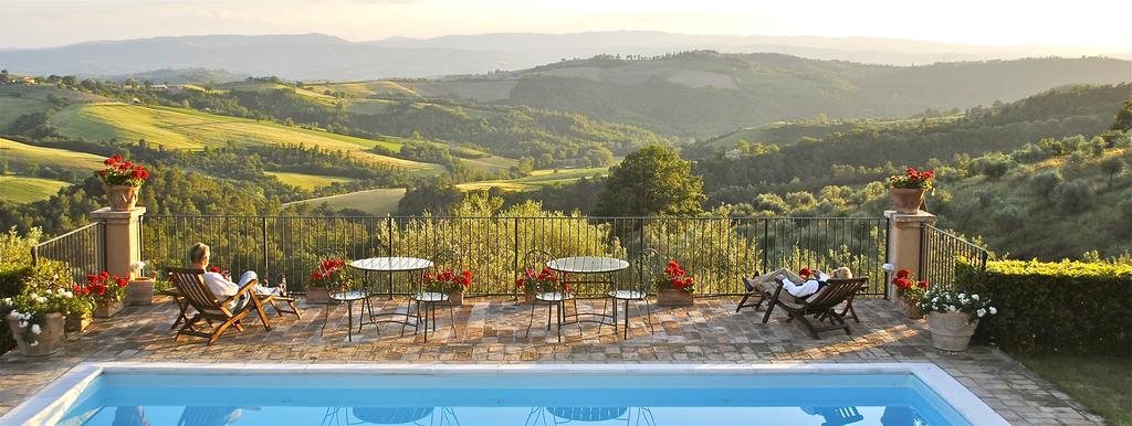 Piscina con vista panoramica sulle colline Umbre