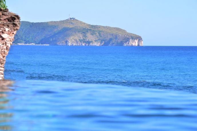 Residence Palinuro con piscina strapiombo sul mare