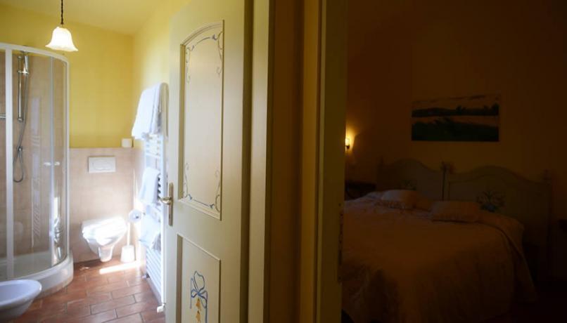 Camera con bagno privato nella Cascina in Umbria