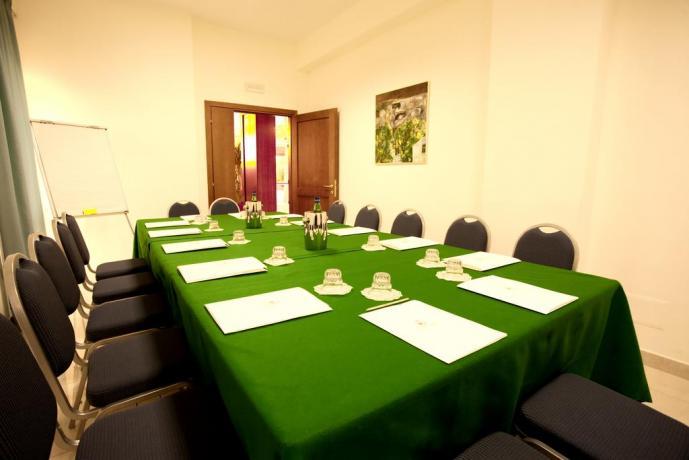 Sala riunioni nel Resort 4 stelle in Puglia