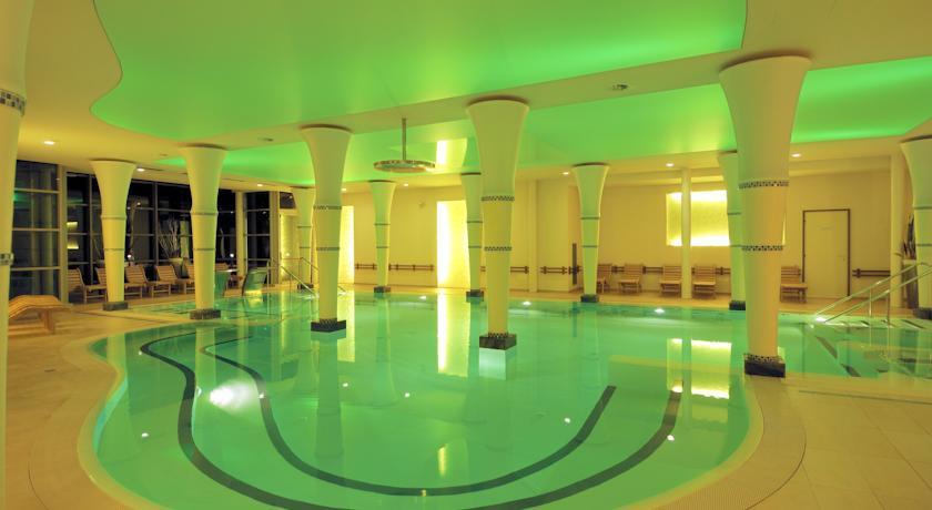 Piscina Coperta in Hotel 4 stelle in Romagna