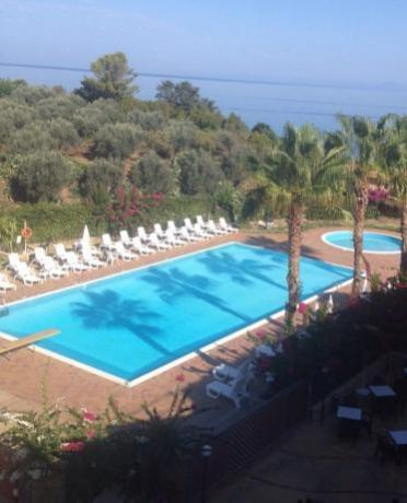 Appartamenti Vacanza Acquedolci: Piscina