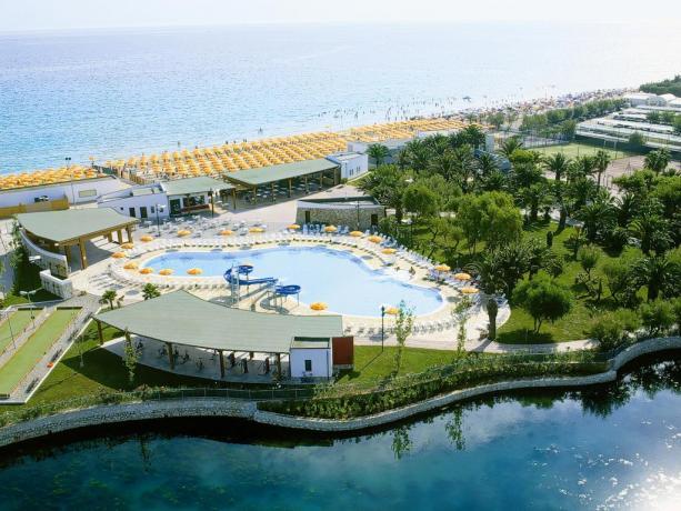 Villaggio 4STELLE TORRESERENA: con piscina e animazione