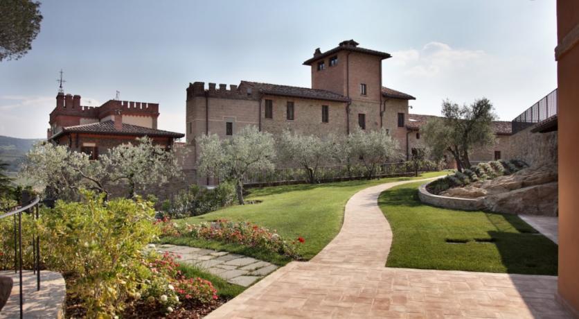 Vialetto ingresso suite albergo 5stelle Perugia