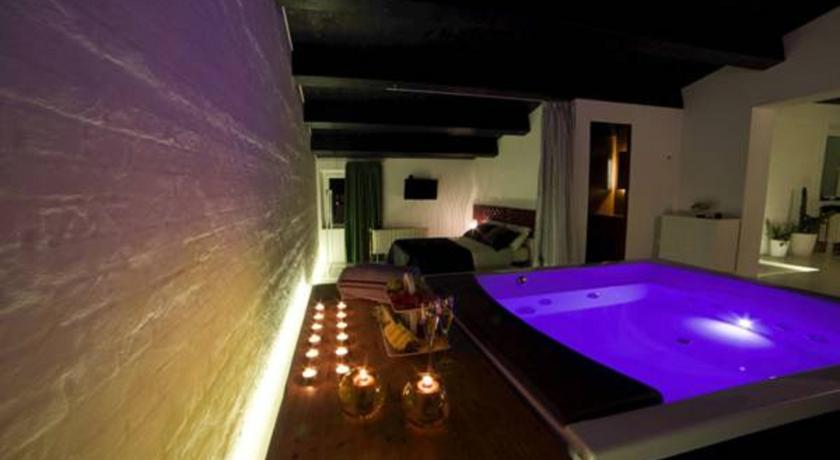 Offerte lastminute Villa con Wellness per la Coppia - SPA Luxury House