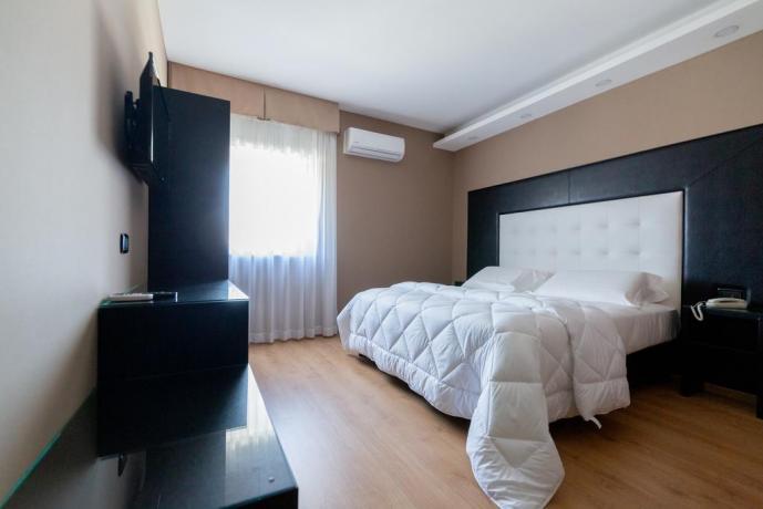 Camera matrimoniale con aria condizionata Casapulla-Caserta
