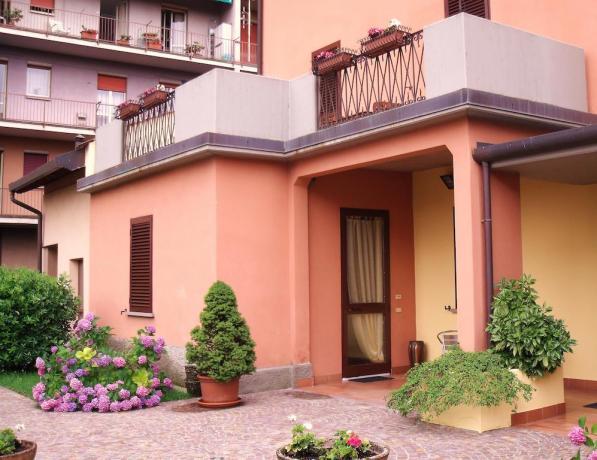 Appartamenti in affitto con balcone e cortile
