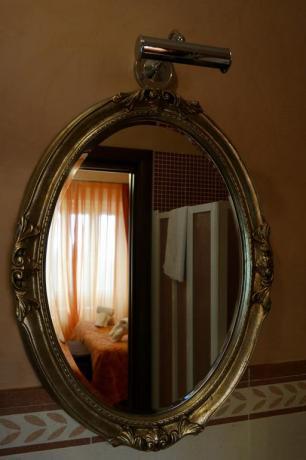 Specchio in camera