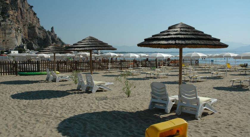 Hotel con spiaggia privata a Terracina
