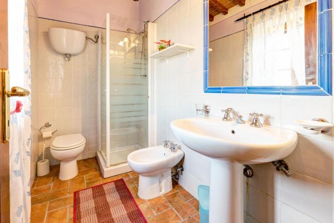 bagno della camera del casale ronzano toscana