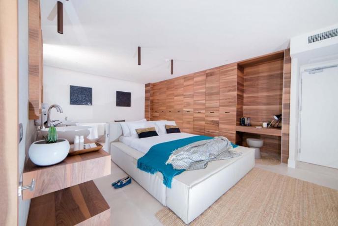 Family suite con vasca idromassaggio hotel4stelle Baia-Domizia