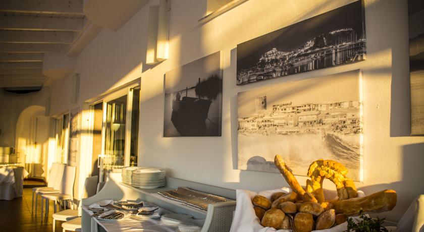 Hotel con Ristorante e Piscina in Costa Doria