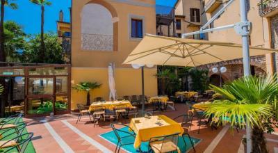 Hotel a Todi ristorante all'aperto