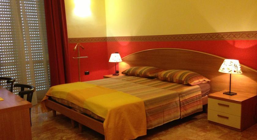a Lecce camera con spazioso bagno interno