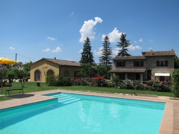 Casale Umbro: piscina appartamenti-vacanza da 2/4/6/7 persone