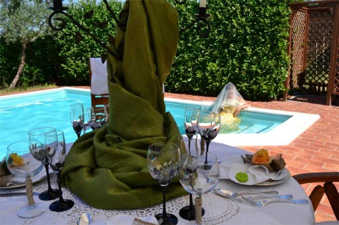 Pasto bordo piscina Casale Montecchio