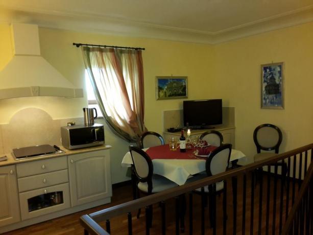 cucina e soggiorno camera Hotel il Castello