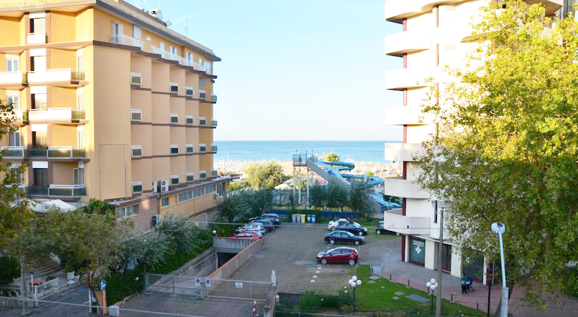 Hotel con Balconcino vista mare