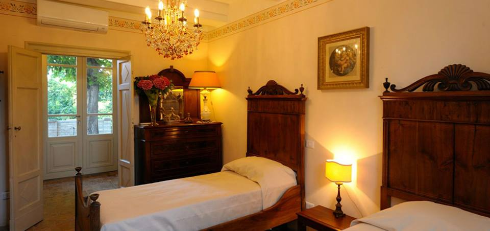 Suite stanza letti singoli finestra con giardino Perugia