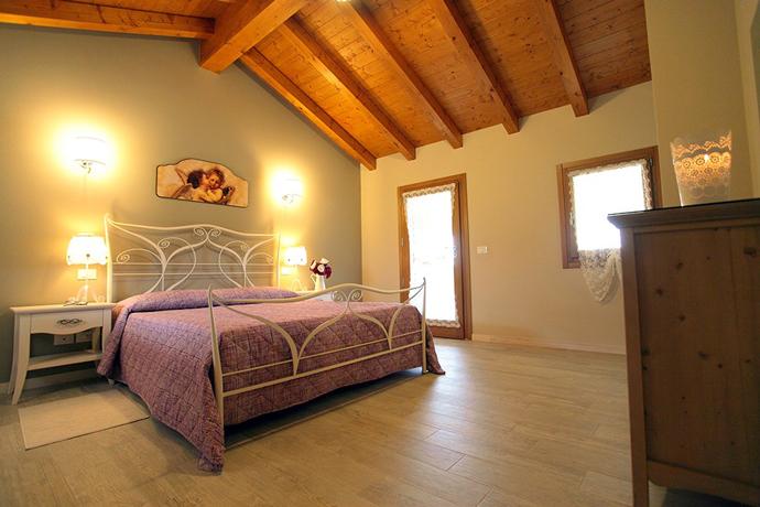 Alloggio 3- camera matrimoniale con travi in legno