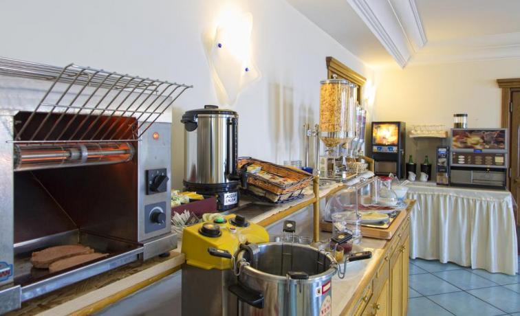 Hotel Ischia con sala colazione attrezzata