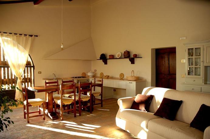 Agriturismo con appartamenti con salotto ed angolo cottura