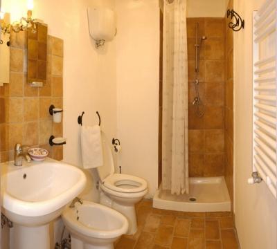 ampio bagno della camera San Damiano