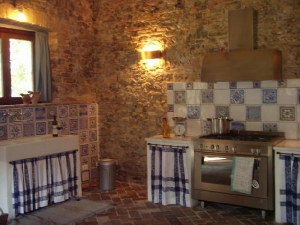 Cucina con forno a Umbertide in appartamento indipendente