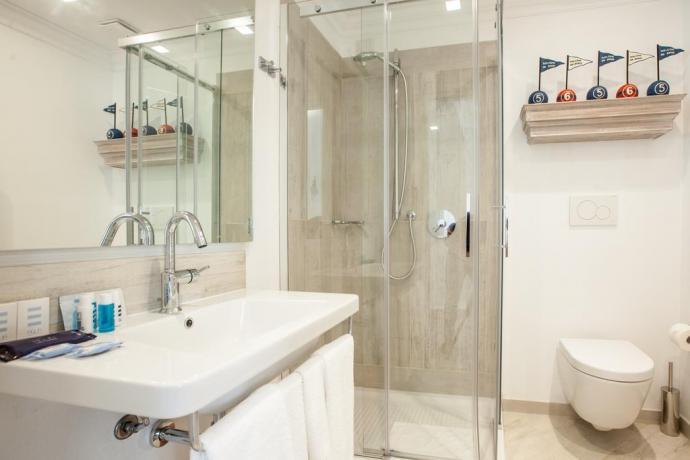Bagno con doccia hotel Finale Ligure