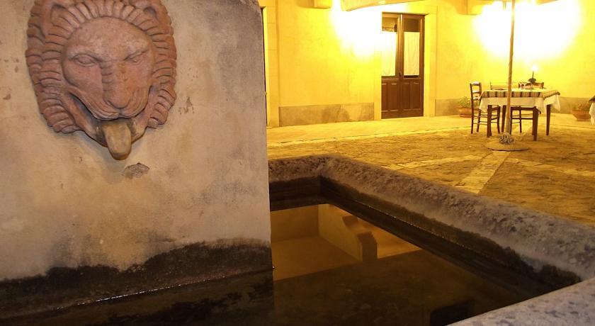 Fontana piazzale B&B in Sicilia