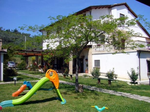 Agriturismo per famiglie Abruzzo parco giochi bambini