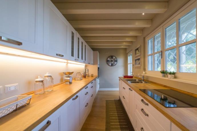 cucina attrezzata villa vacanza whitemoon