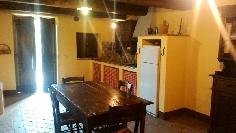Appartamenti con cucina, salone e balcone