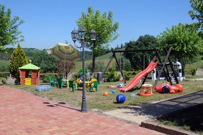 Hotel Umbria Resort con spazio esterno per giocare