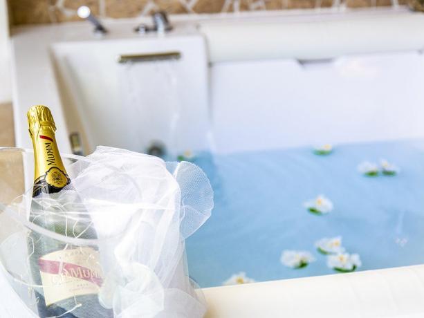 Suite lusso vasca jacuzzi room-service Battipaglia