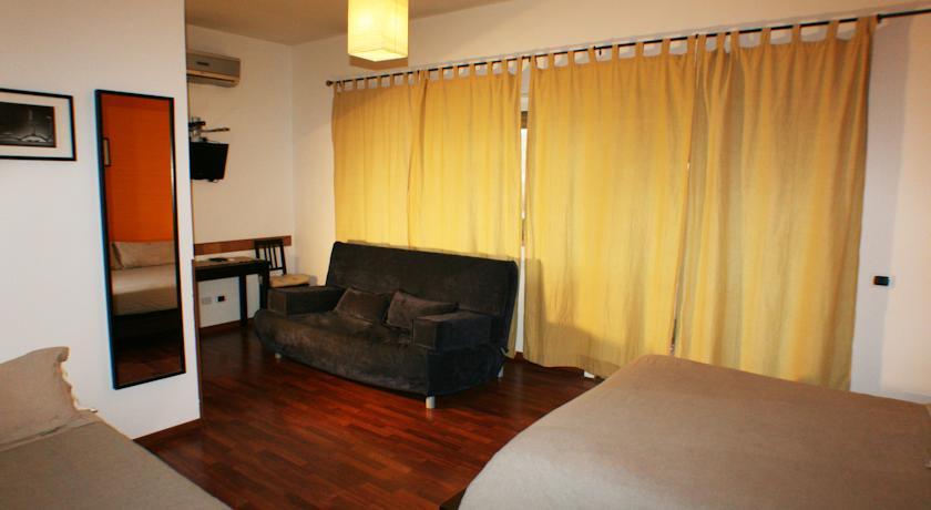 Area soggiorno camera B&B a Roma
